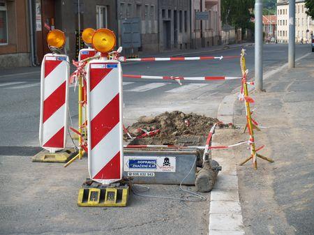 Ani ulice, kterými se dá projet, nezůstaly nedotčeny.